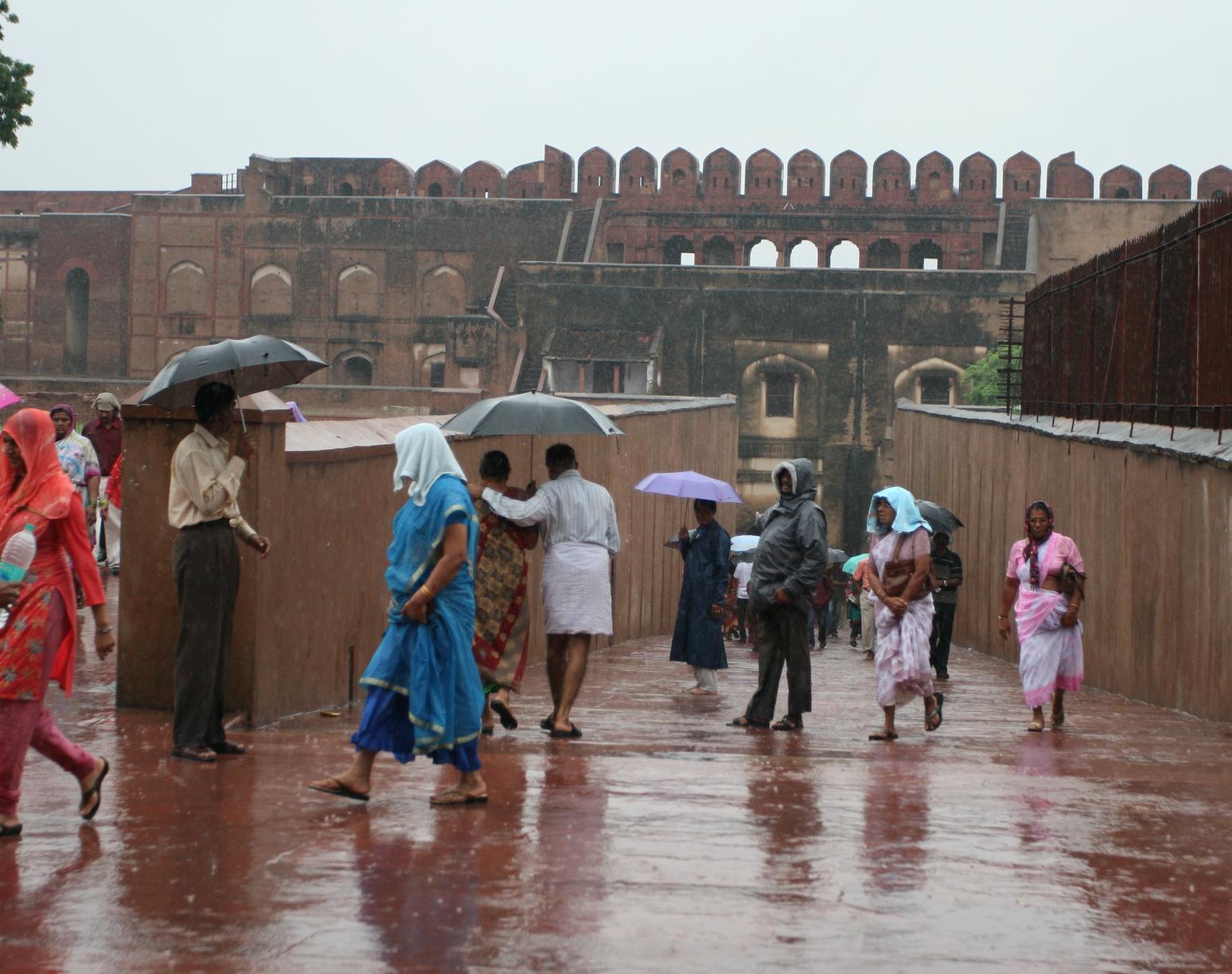 Agra Fort har en 2,5km lang mur rundt det som var den keiserlige hovedstaden.
