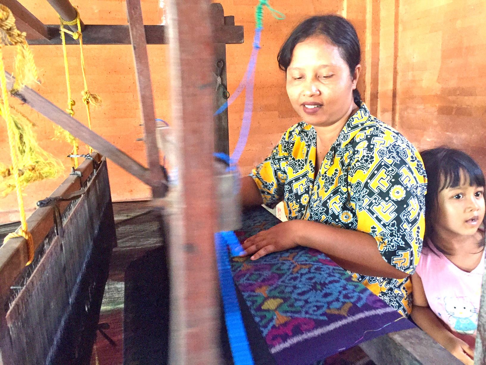 Batikk av høy kvalitet veves og farges.