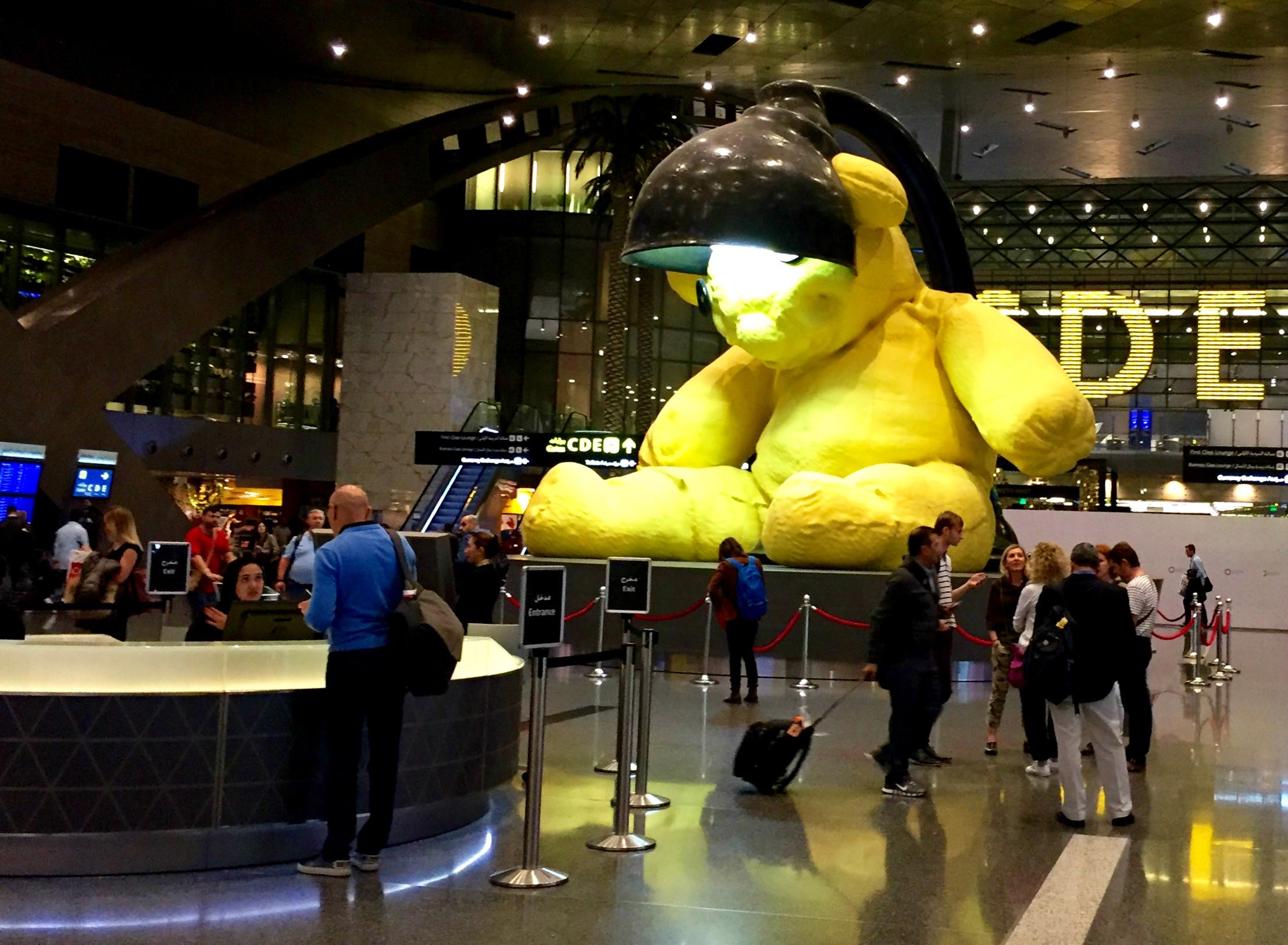 Den store gule bjørnen markerer møtepunktet midt i terminalen.