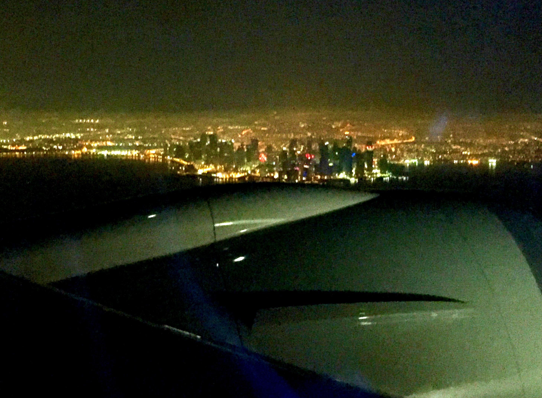 Doha by night fra flyet.
