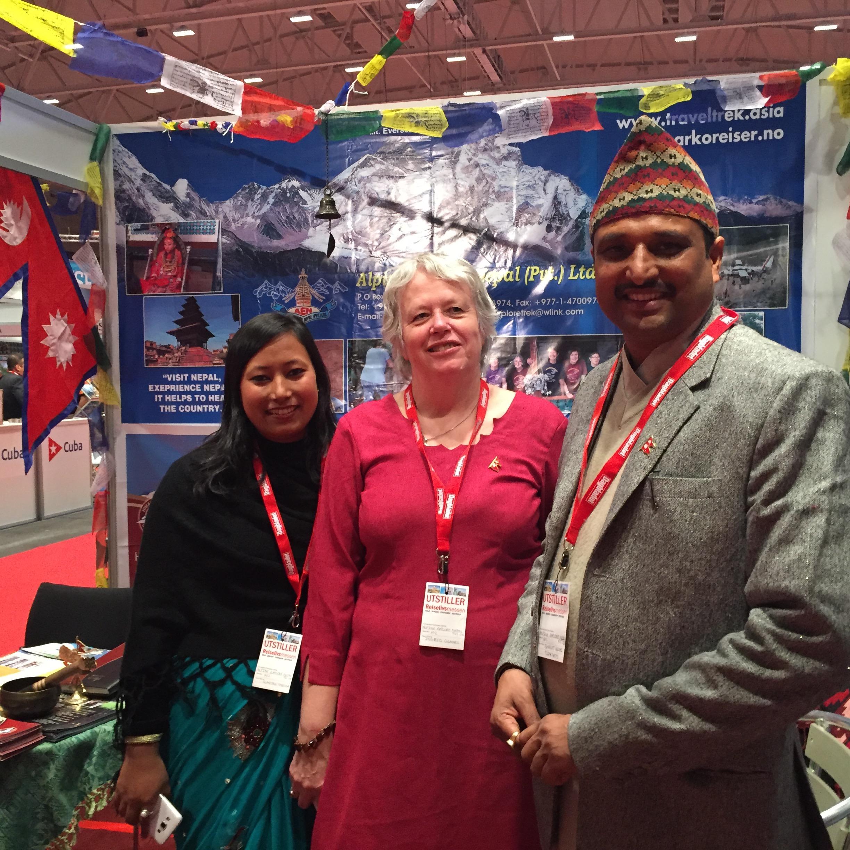 NEPAL: Sumitra Shrestha, Ingrid Gunnes og Bharat i Alpine Explore.