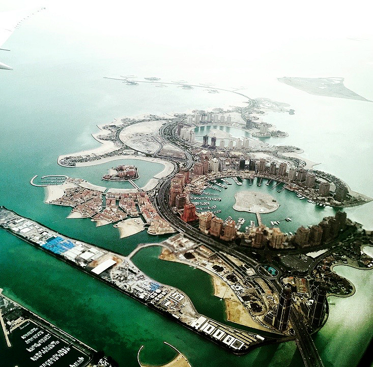 Be om vindusete, slik at du får sett Doha ovenfra etter avgang.