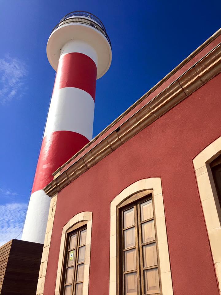 Fyret med de røde stripene ble bygget for mer enn 200 år siden.