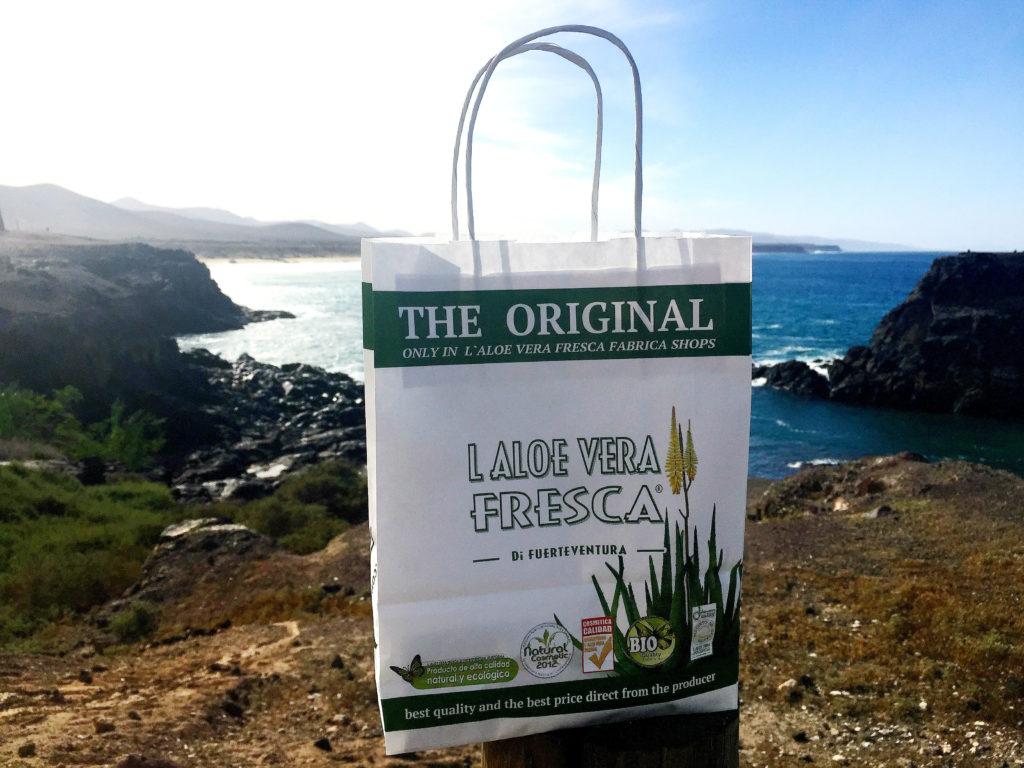 Feriens suvernirbudsjett fikk avkastning i form av denne inholdsrike papirbagen etter besøket hos Samantha.