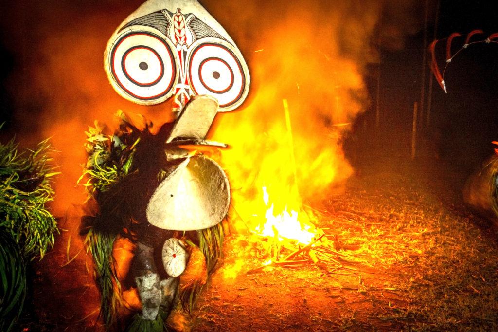 Ilddanser er vanlige over hele Ny-Guinea og deler av Melansia og Indonesia. Foto: Mari Ottvad/Gruppereiser.