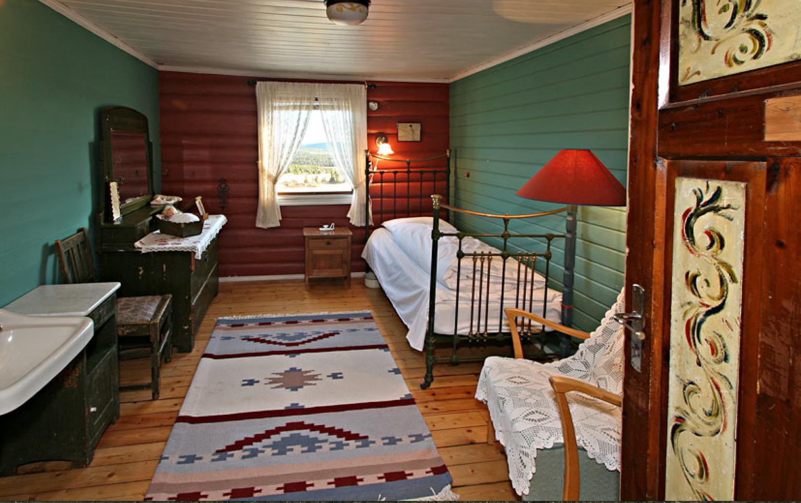 ENKELTROM: Reiser du alene kan du nyte denne herligheten i gammel stil. Foto: Kamben høyfjellhotell.