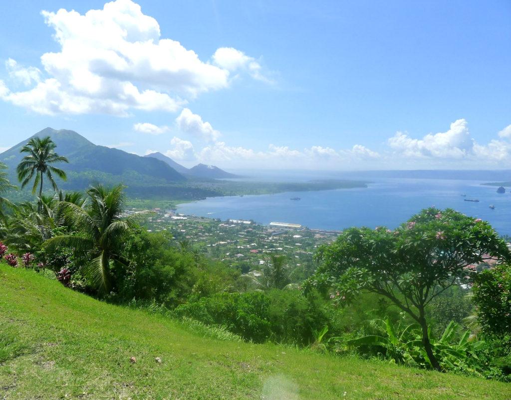 BYLIV: Papue Ny-guinea er blant verdens minst urbane land, og det er ikke mange byer. Rabaul er en av dem. Foto: Tor Inge Ognedal/Gruppereiser.