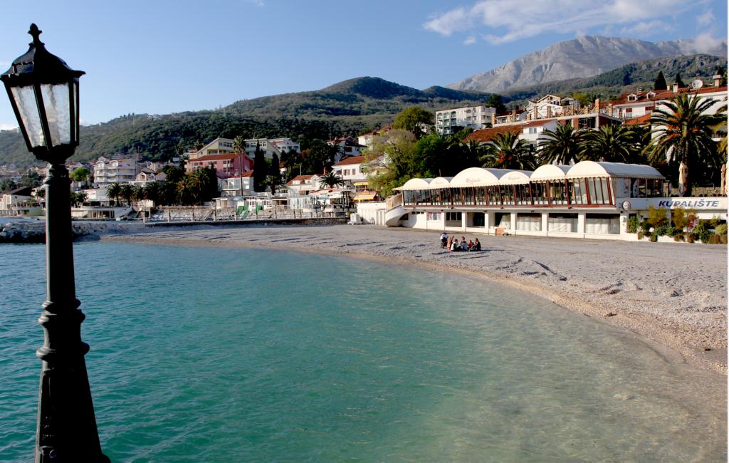 IGALO: Strandpromenaden fra Herceg Novi sentrum til Igalo består av små strender som dette.