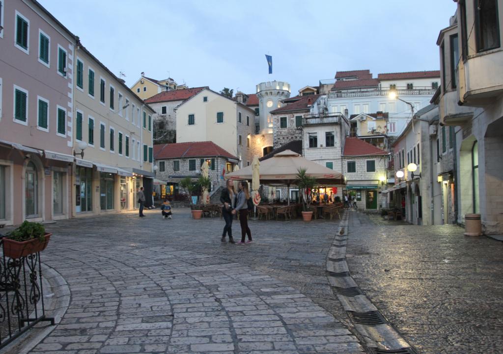 SKUMRING: Lysene tennes og middelalderstemningen senkes over byen.