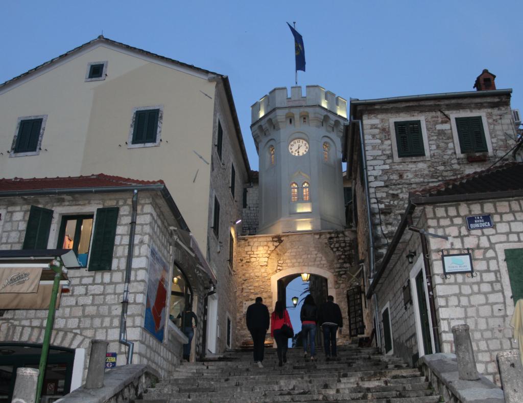 INNGANG: Det gamle klokketårnet er den tidligere byporten til Herceg Novi.