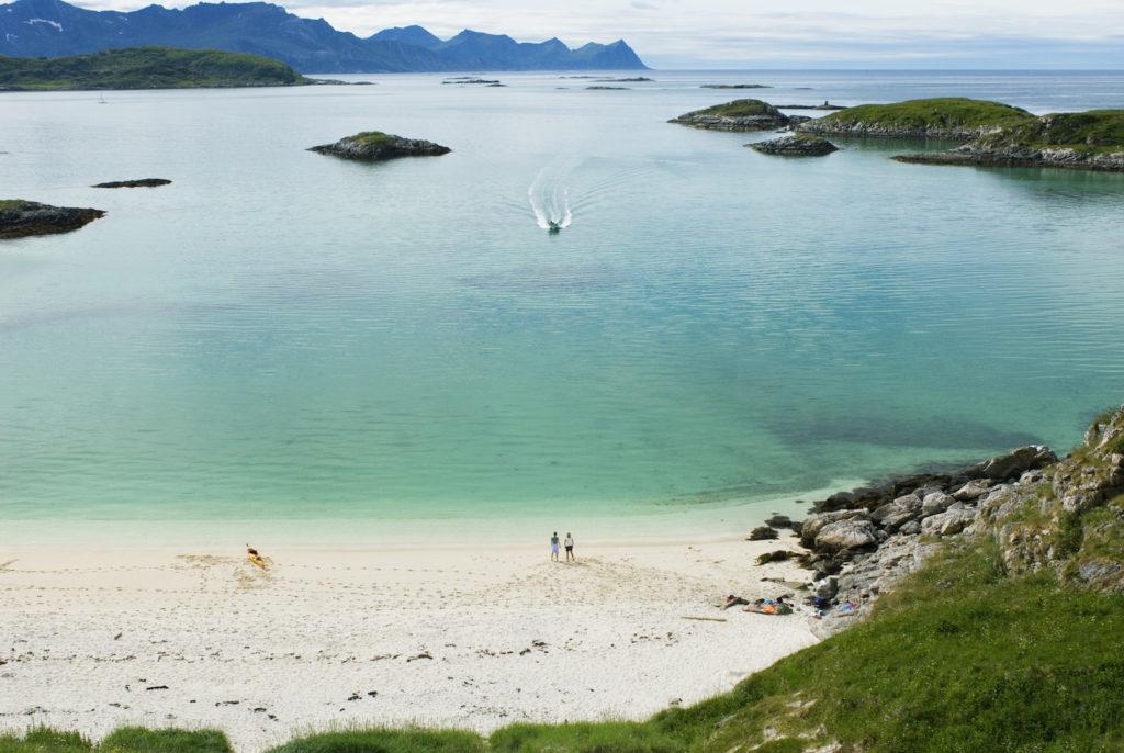 NORDNORGE: Vår nordlige landsdel har mange utsikter som dette. Her fra Sommarøy i Troms Foto: C.H. - Visitnorway.com.