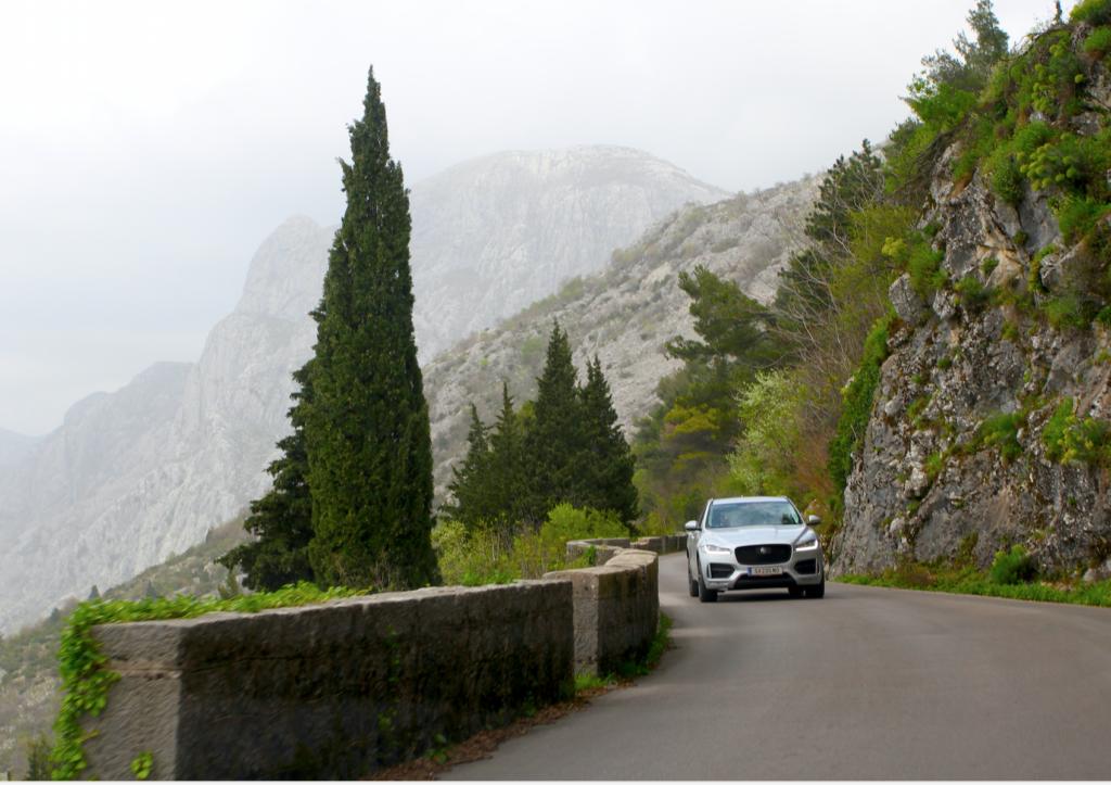 SVINGETE: Veien fra Kotor til Lovcen og Bukovicu.