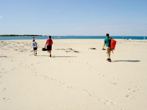 GILDESKÅL: Den lange Sandvikssanden på Sandhornøya er sykt fin, men ligger litt utenfor allfarvei i Gildeskål, og unngår derfor de store mengende med turister. Foto: Linn Krogh Hansen.
