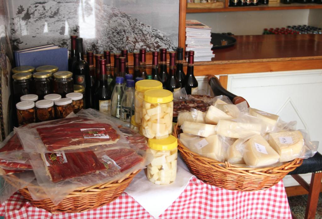 LOKALE GODSAKER: Jeg tok med en skinke hjem til Norge, og den smakte like godt hjemme som der nede!