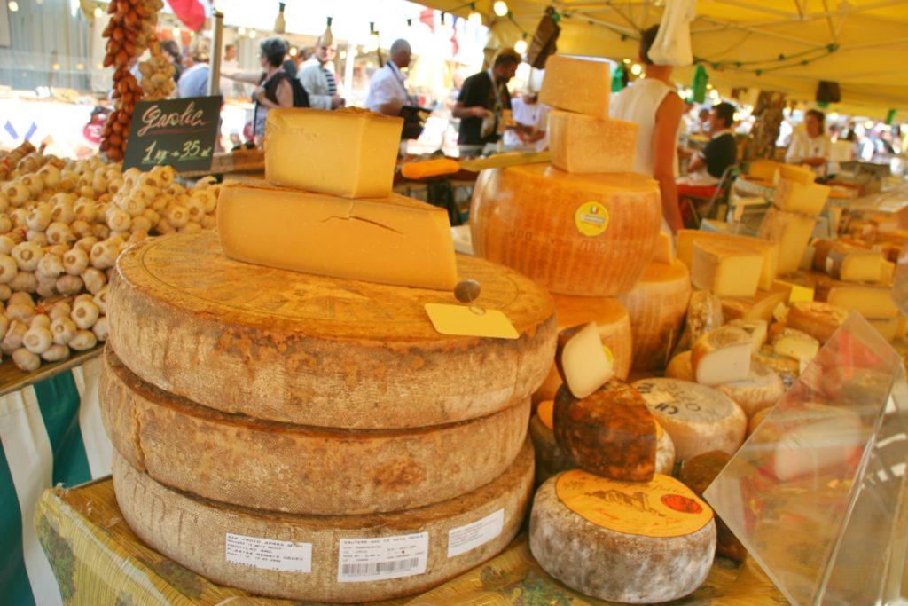 MATMARKED: Er du glad i ost, er det nok å velge mellom i dette området.