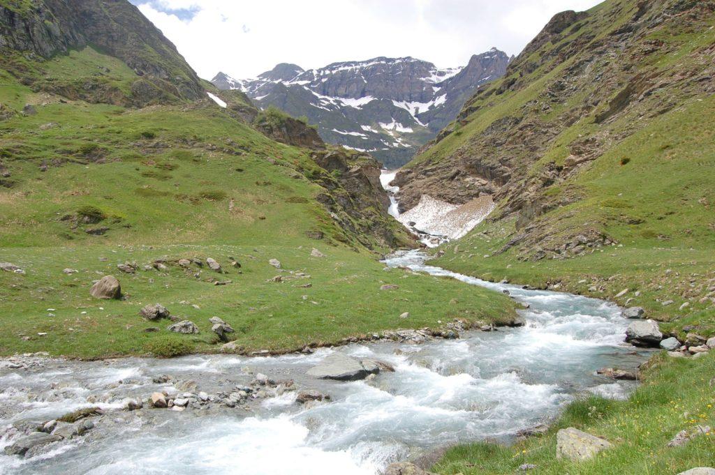 NATURNÆRT: Alpene ligger en kort kjøretur fra Torino. Foto: Randi Langvik.