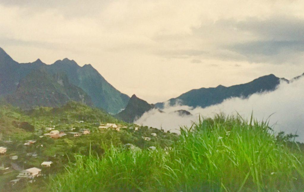 Vakre Isle de Reunion er et fransk oversjøisk fylke, som linje med Martinique og Guadeloupe i Karibia. Øya er grønn, kupert og med vill natur.