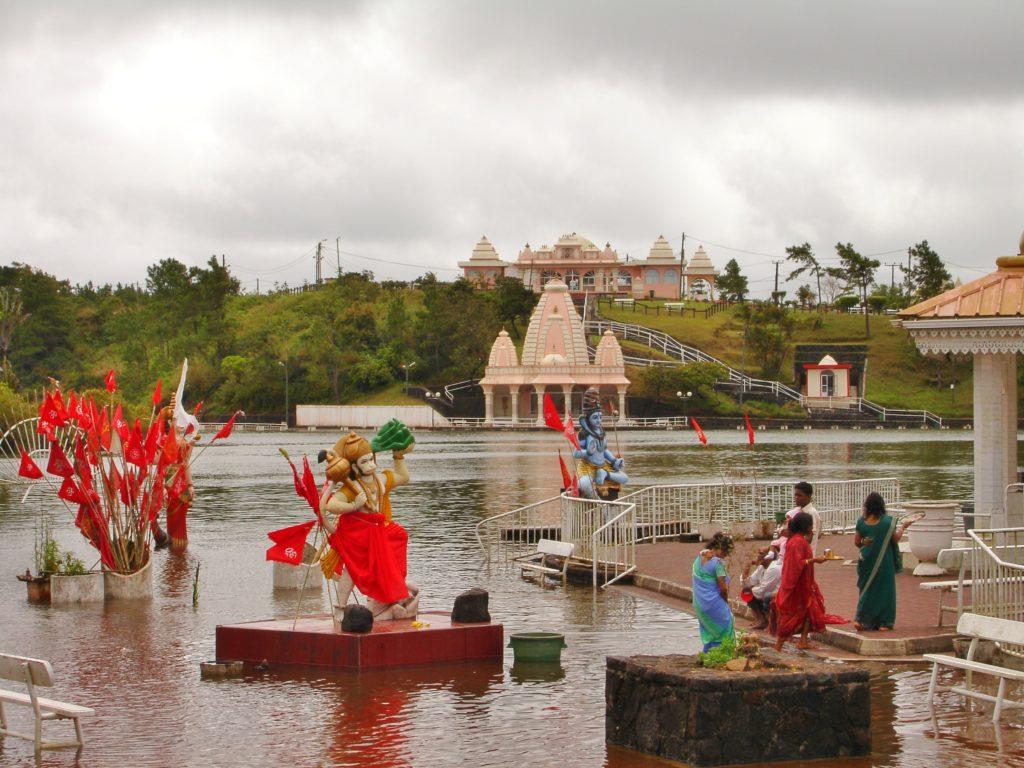Det hellige hindutempelet er åpent for turister.