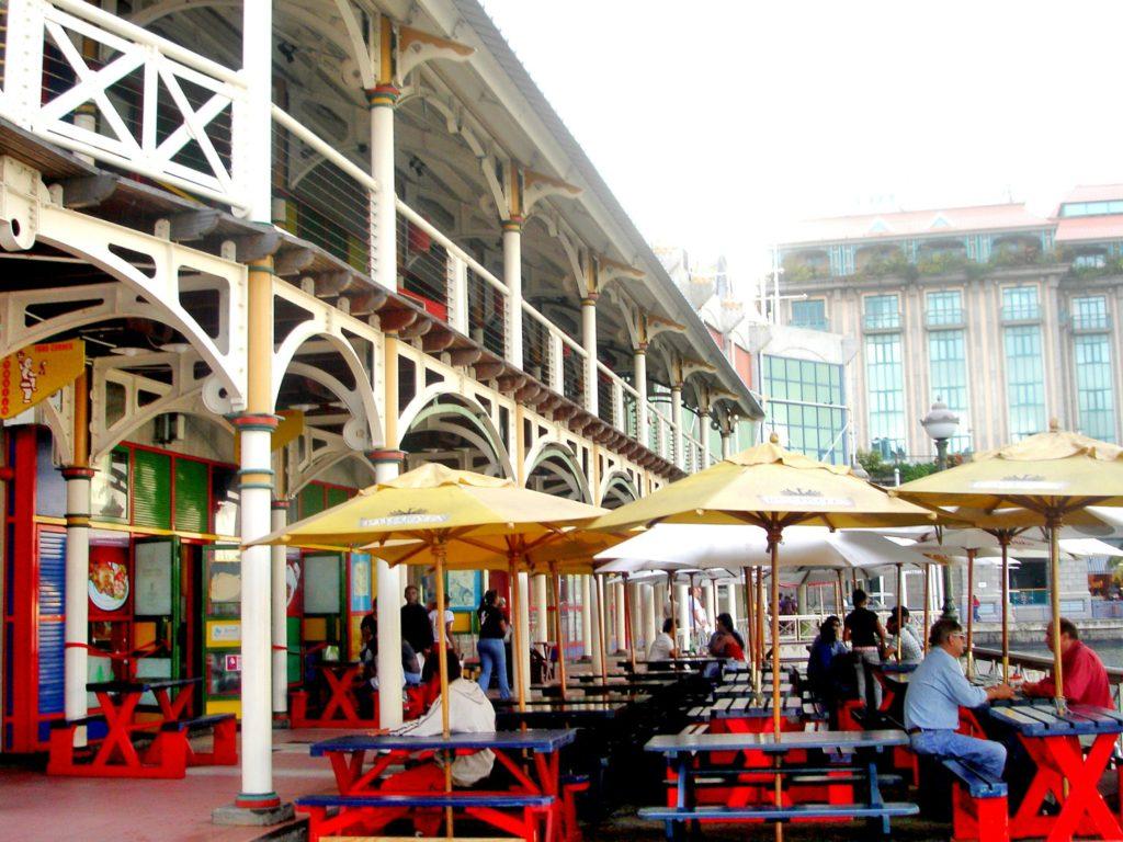 Ønsker du å oppleve det mauritiske hverdagslivet, velg et hotell i hovedstaden Port-Louis,