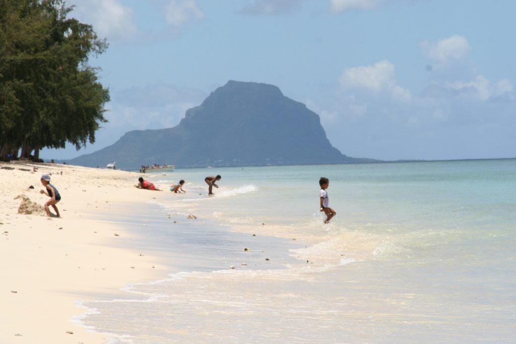 Den offentlige delen av Flic en Flac-stranden.