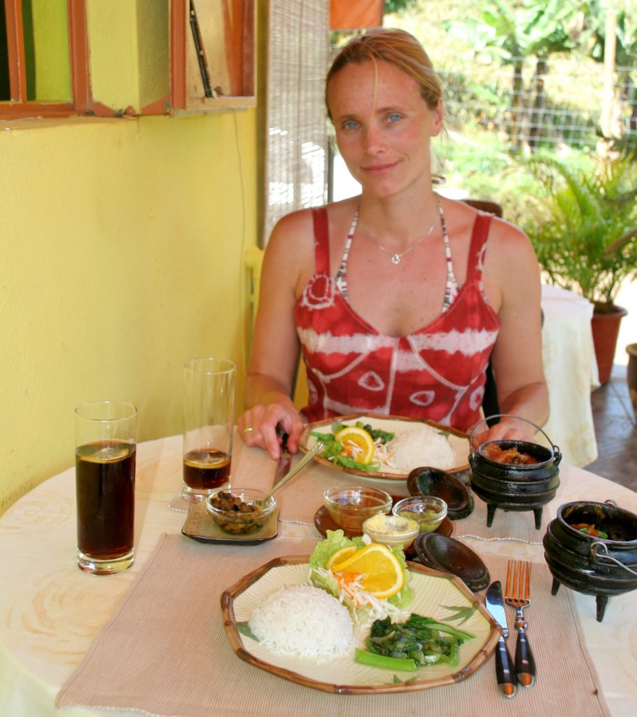 De mindre hotellene og restaurantene er ofte like hyggelige og spennende som de dyre luksushotellene. Her tester jeg lunch på en kreolrestauarant i innlandet.
