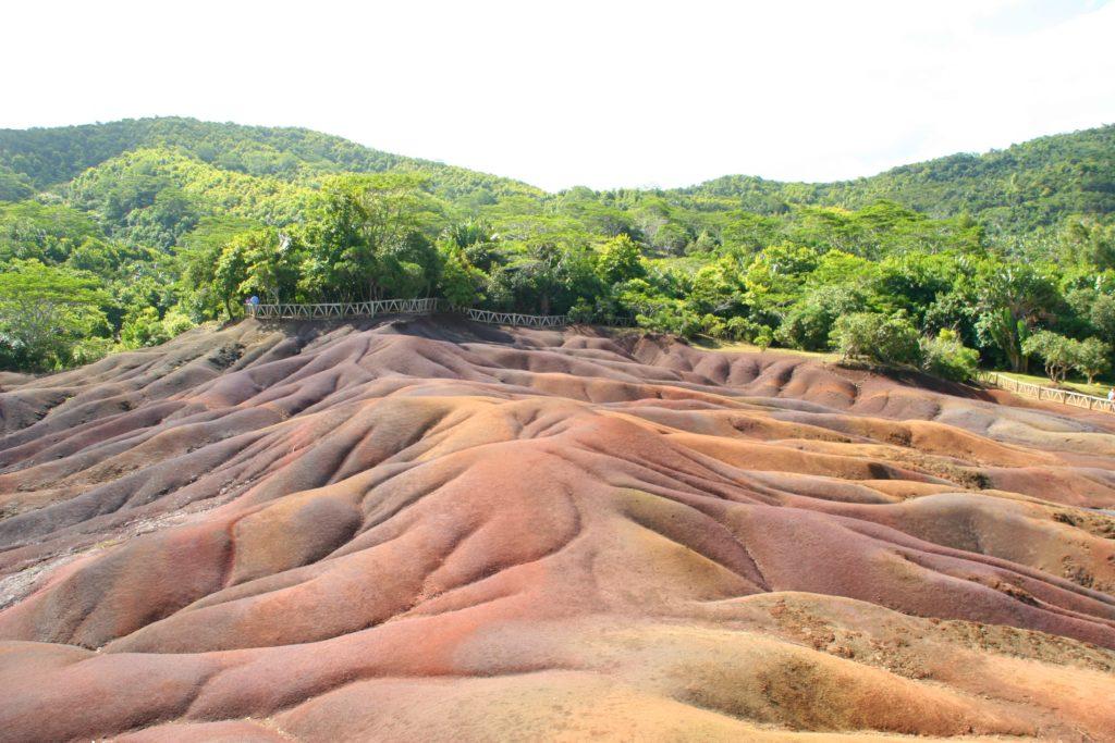"""Fenomenet """"Coloured Earth"""" består av naturlig farget sand i alle mulige rødnyanser."""