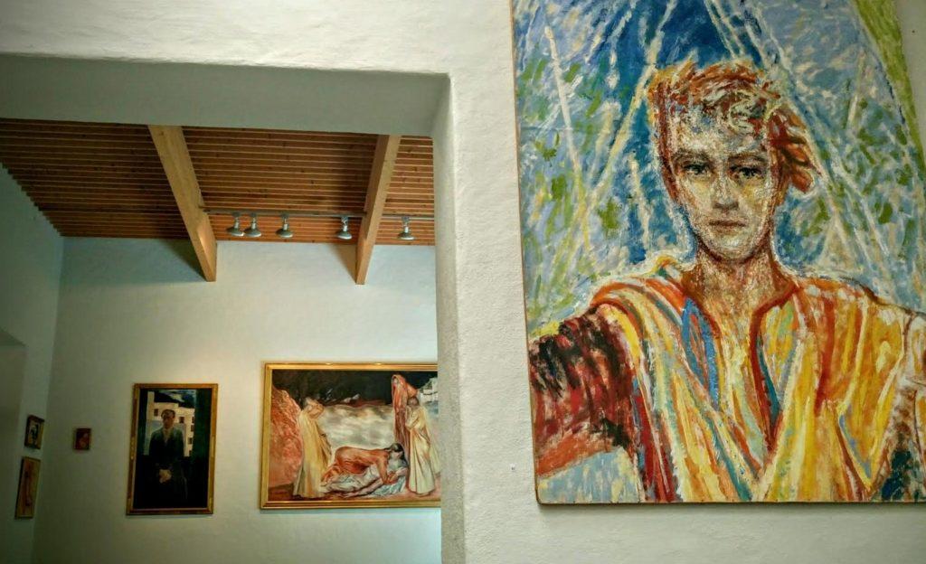 SØRENSENS KRISTUS: Sørensen laget det mange omtaler som den første «nordiske Kristus»; lys, uten skjegg og mildt utseende. Den mest kjente er altertavlen til Lindköping domkirke i 1934.Han laget også altertavler til Vinje kirke (1932), Notodden kirke (1938), Steinkjer kirke (1952), Hamar domkirke (1954) og krematoriet i Ålesund (1956) og Lillestrøm kirke. Både i Notodden og Hamar malte han en tilsvarende ung Kristus som i Linköping.