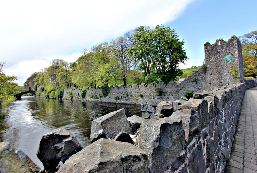 IDYLL: et steinkast fra kysten er naturens lang roligere enn ved havet.