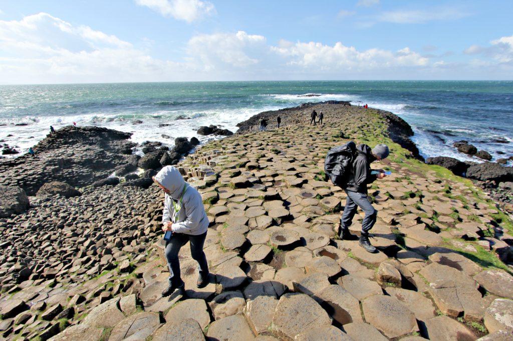 BRO TIL SKOTTLAND?: Ifølge sagnen om kjempen Finn er steinsøylene av en bro til rivalen på andre siden av sundet.