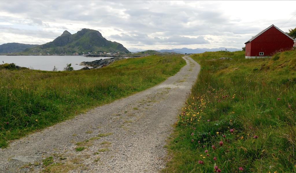 Øya Reksta sett fra Kinn.