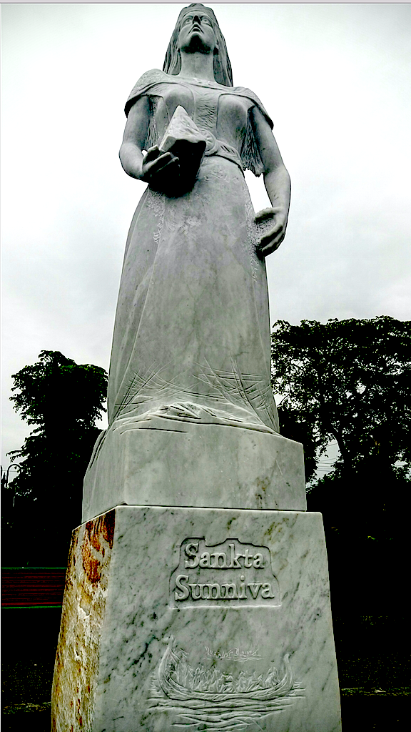Sankt Sunniva-statuen i Selja båthavn.