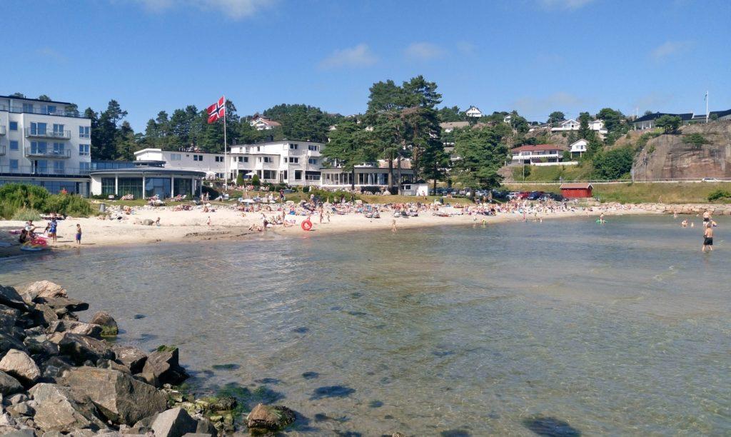 FEMTITALLS-PERLE: Vakre Strand Hotel Fevik med noek en flott strand; Hauslosanden.