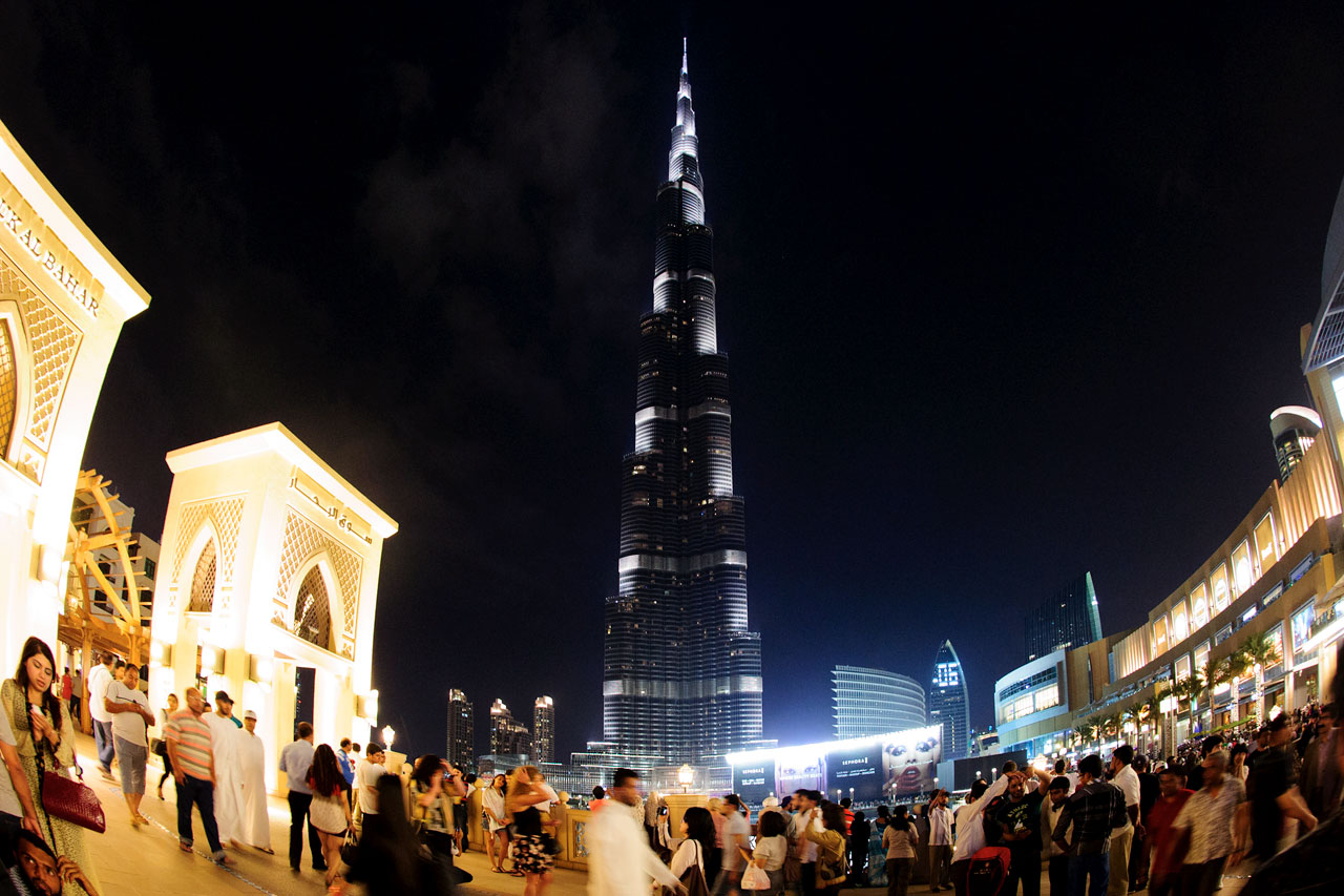 DUBAI BY NIGHT: Burj Khalifa. Foto: VING.