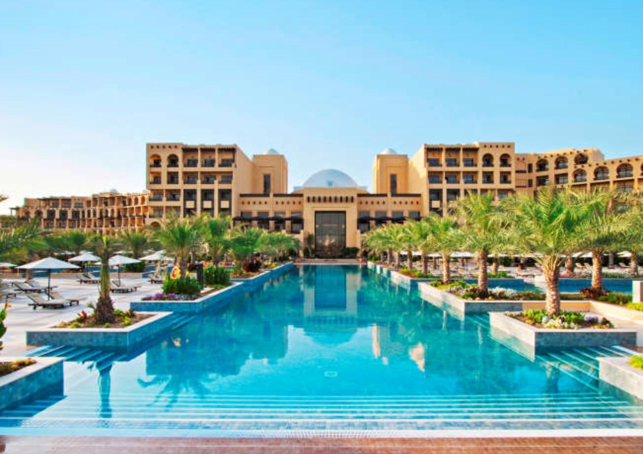 ROMANTISK STRANDHOTELL: Hilton Ras Al-Khaimah Resort i Dubai er Apollo-nyhet i vinter. Foto: APOLLO.