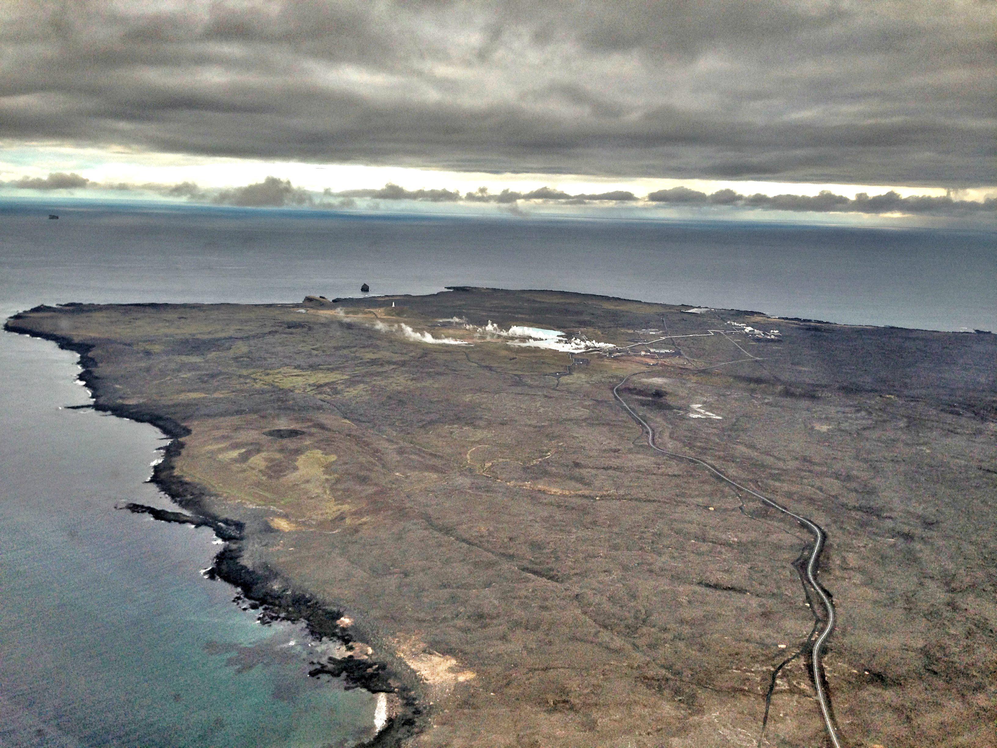 ØDE: Mye av landskapet på sørvest-Island slik ut, og det er langt mellom byene. Dette er tatt rett før landing på Keflavik.