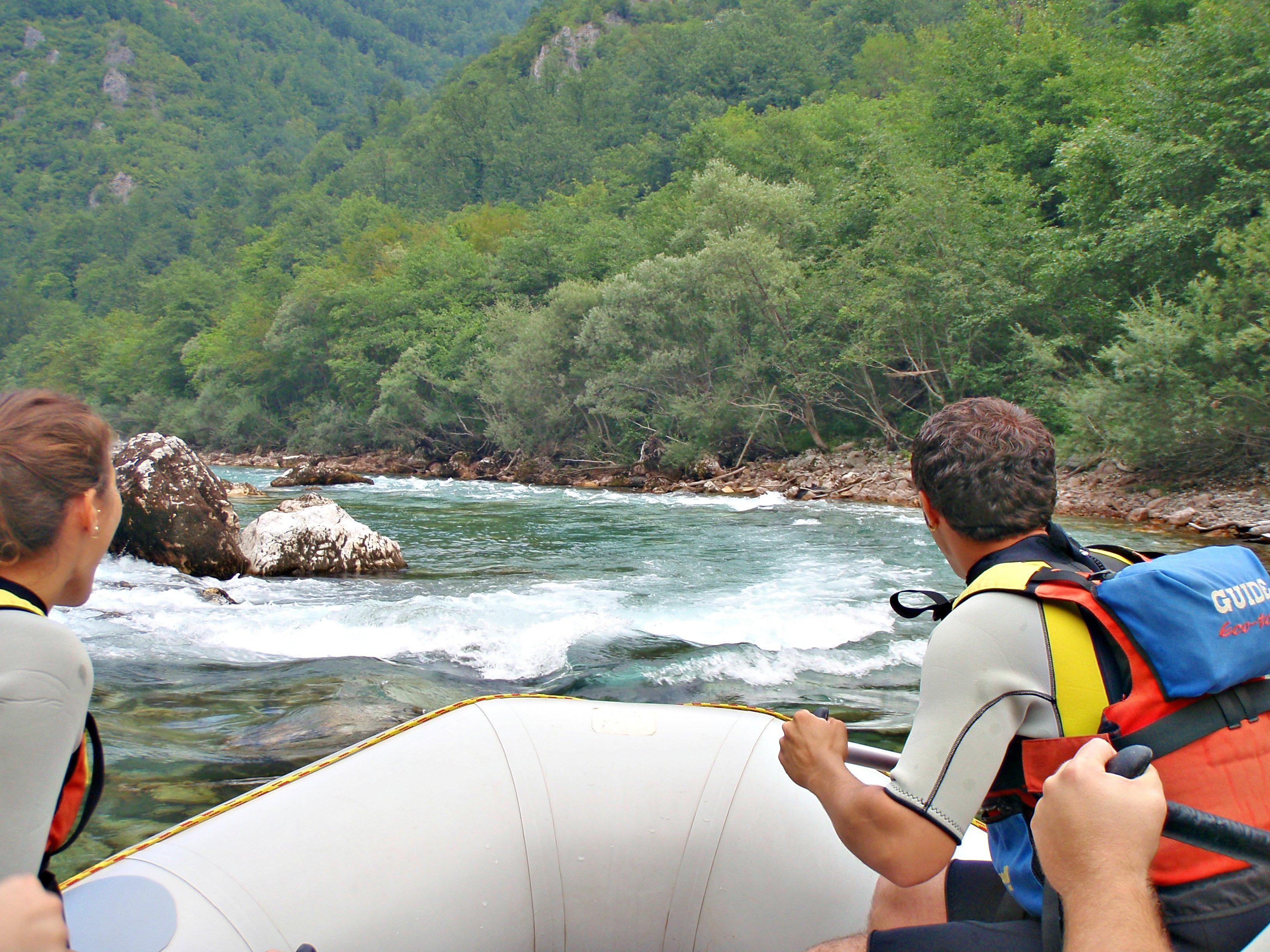 OPPLEVELSER: Montenegro er mer enn sol og bad.Bli med på Rafitng i elven Tara. Foto: Jeljena Kojicic.