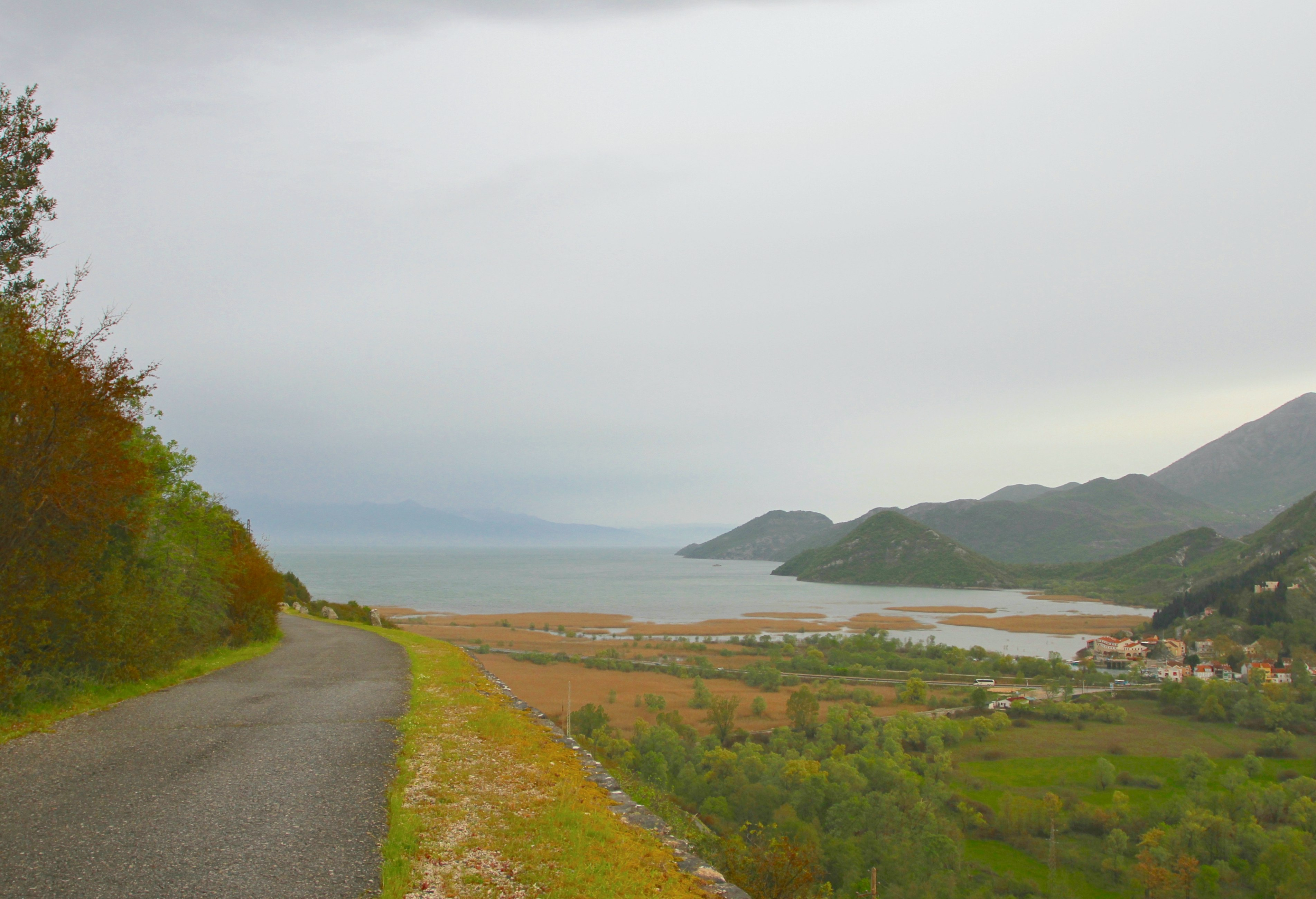 INNSJØ: Sakdersjøen på grensen til Albania er kjent for sitt fugleliv og planteliv.