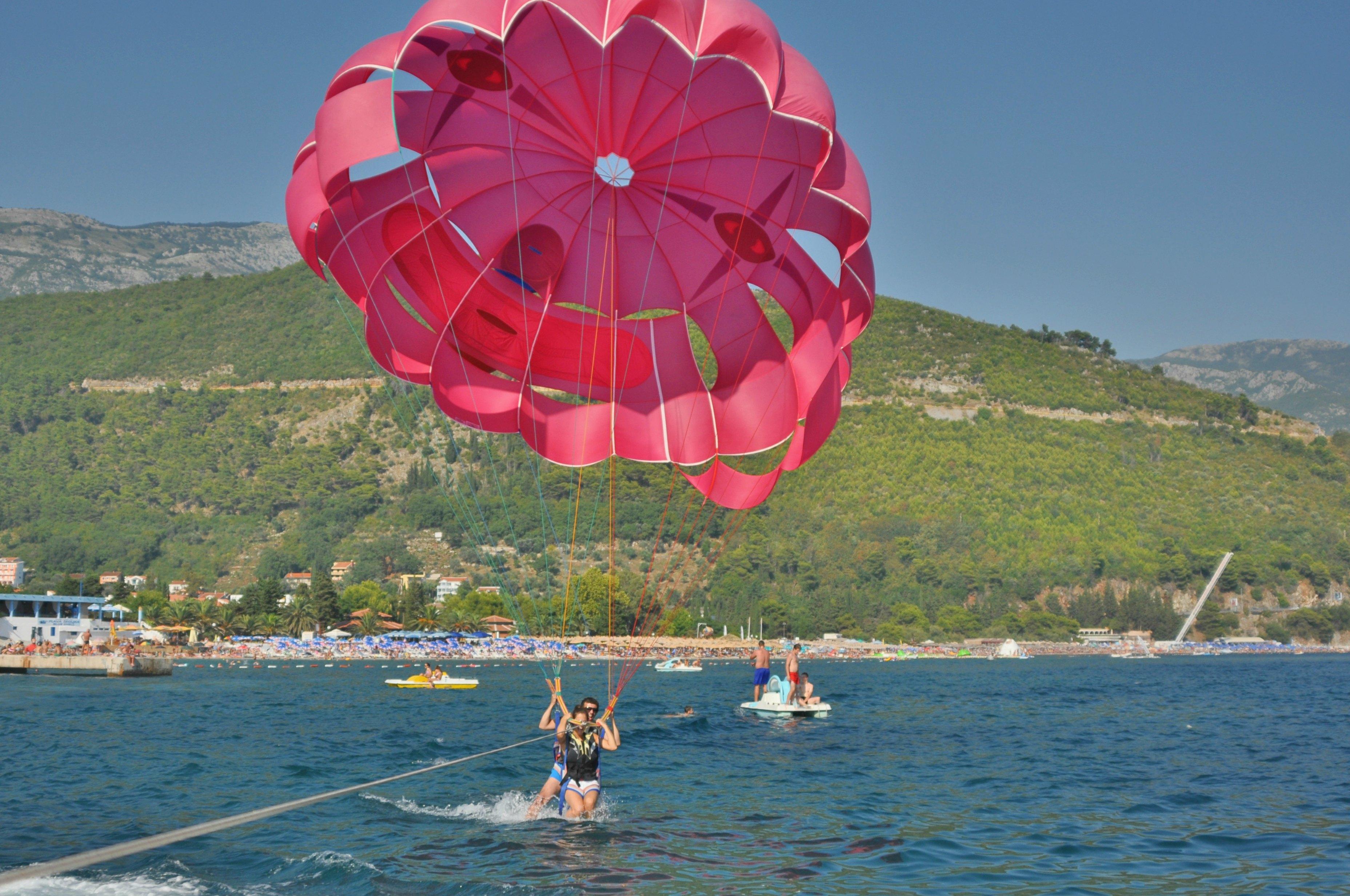 Paragliding i Budva . Foto: Jeljena Sisivics.