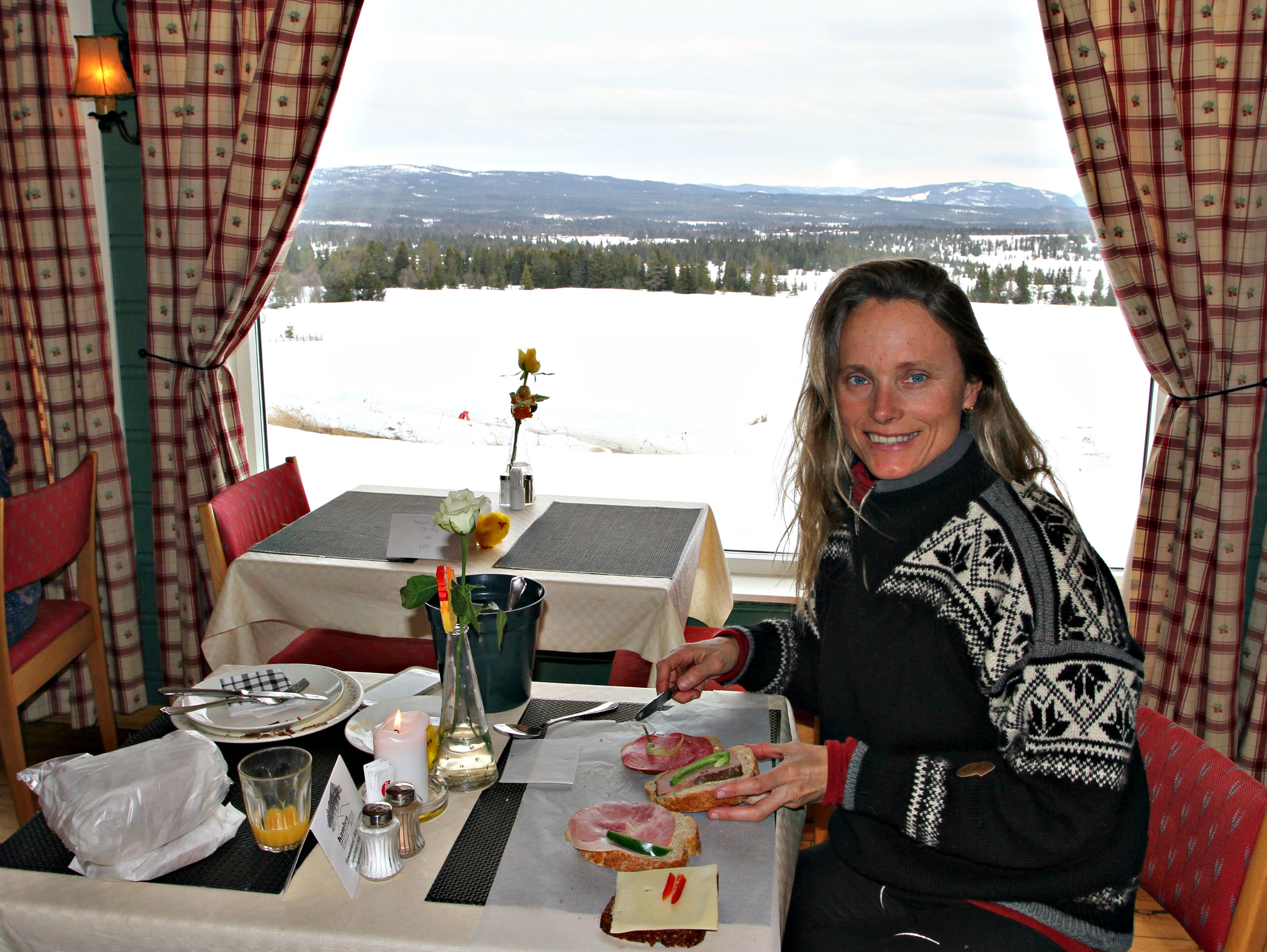 NORWEGAIN WAY Packed lunch instead of buffet. Enjoy your meal in the nature, not inside the hotel.