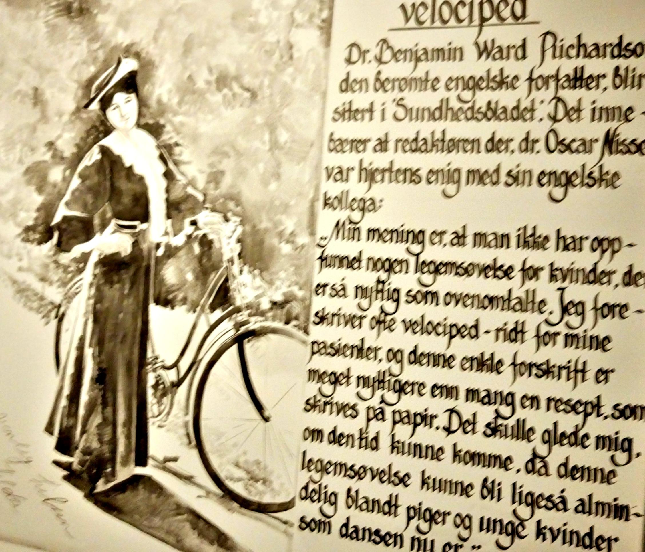 VEGGPRYD: IkKorridorene på hotellet finnes mang en historie fra de gamle dager.. Ta deg tiden til å stoppe og lese!