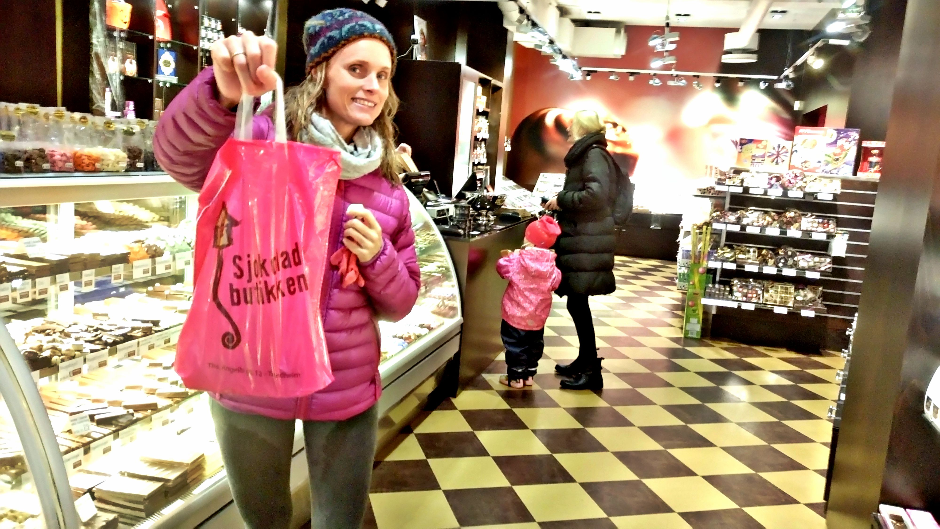 FARLIG FRISTENDE: Dårlig vær gjorde at vi dumpet innom denne butikken. Et paradis for bamesmumsere!