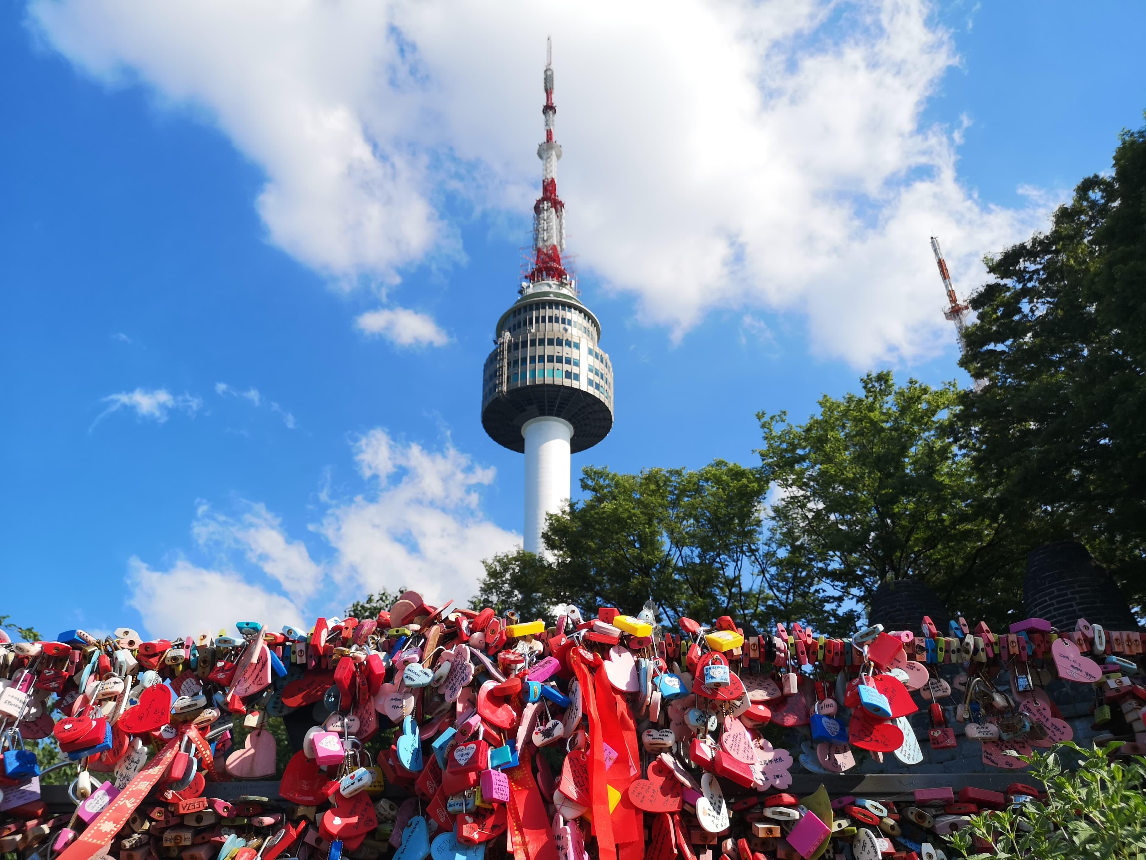 HØYT: Seoul Tower er Asias 10.høyeste tårn.