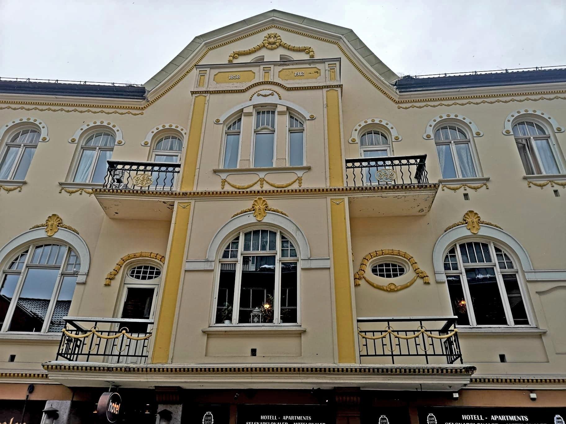 Grand Hotel i Hønefoss: Er dette byens fineste fasade?